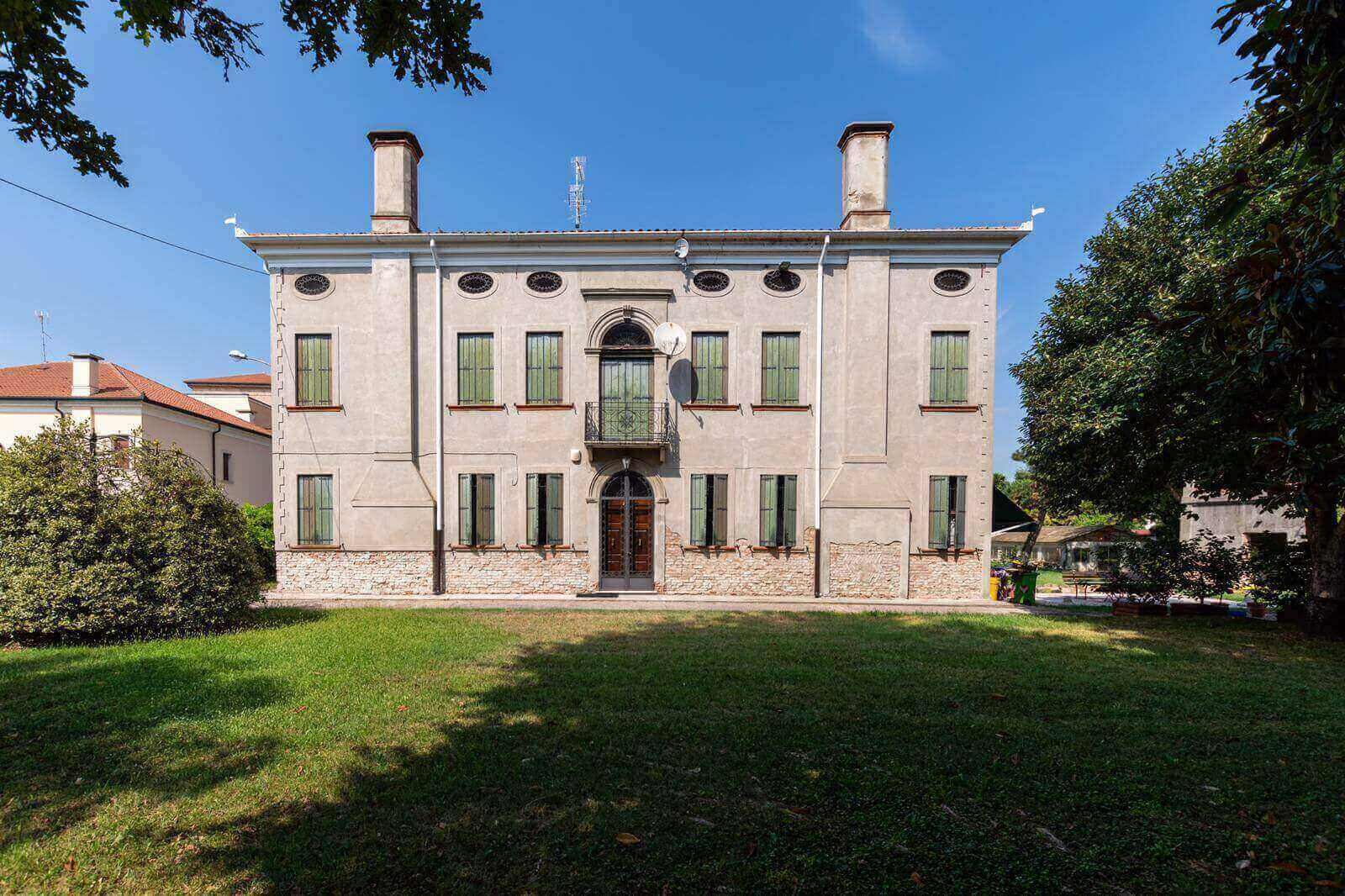 "<p><span style=""font-size:22px"">HISTORIC VILLA DATING BACK 1830</span><br />